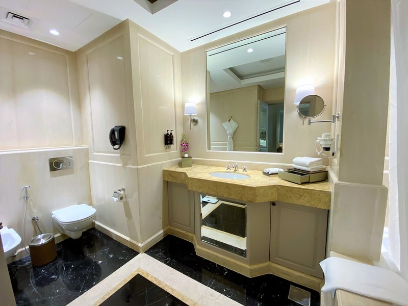 Millennium Doha - Presidential Suite Bathroom <br/>Image from Leonardo