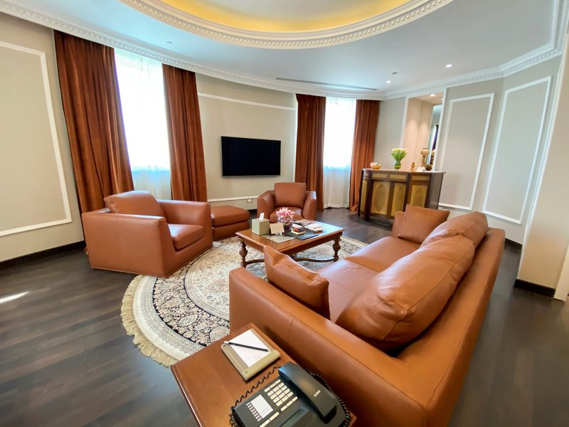 Millennium Doha - Presidential Suite Living Room <br/>Image from Leonardo