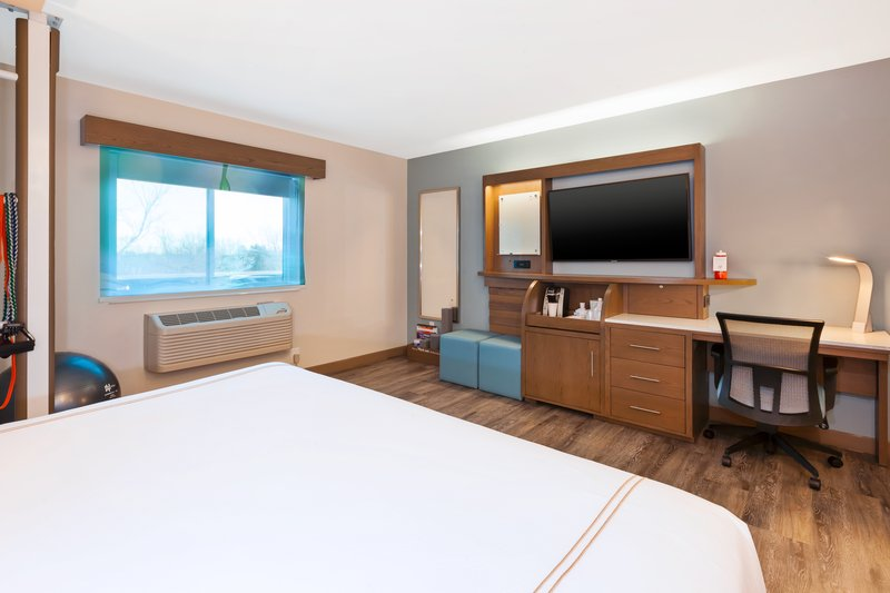 Holiday Inn Express & Suites Ann Arbor-1 King Bed Hear Mobility Access Tub Nonsmoking <br/>Image from Leonardo