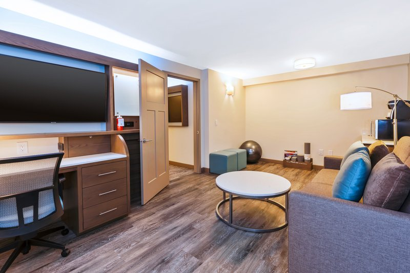 Holiday Inn Express & Suites Ann Arbor-King Bed Guest Room<br/>Image from Leonardo