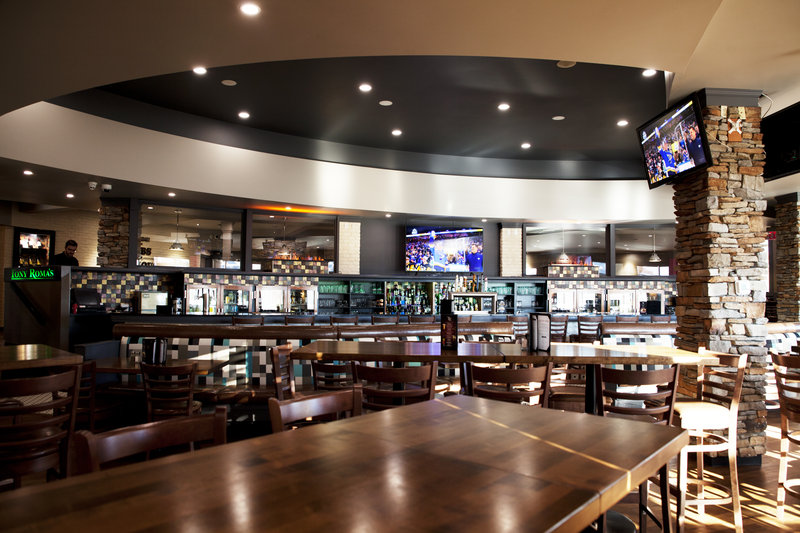 Holiday Inn Lethbridge-Tony Roma's Lounge, great drink selection and large screen TV's.<br/>Image from Leonardo