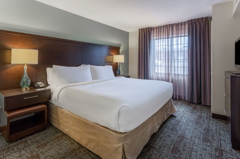 Staybridge Suites Davenport-King suite<br/>Image from Leonardo