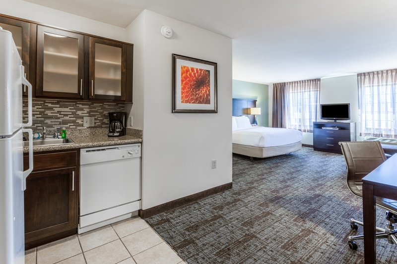 Staybridge Suites Davenport-Executive King Suites<br/>Image from Leonardo