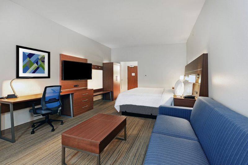 Holiday Inn Express And Suites Tulsa Northeast Owasso-Suite<br/>Image from Leonardo