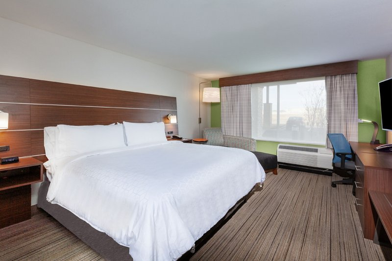 Holiday Inn Express And Suites Tulsa Northeast Owasso-King Bed Guest Room<br/>Image from Leonardo