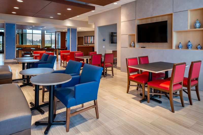 Holiday Inn Express And Suites Romeoville - Joliet North-Enjoy a hot breakfast before your morning meetings<br/>Image from Leonardo