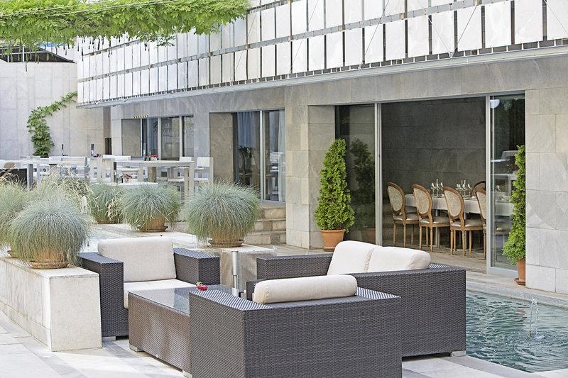 Hospes Palacio De Los Patos-Restaurant Terrace<br/>Image from Leonardo