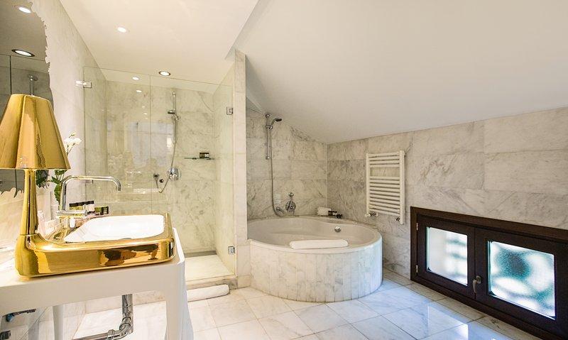 Hospes Palacio De Los Patos-Junior Suite Bathroom<br/>Image from Leonardo