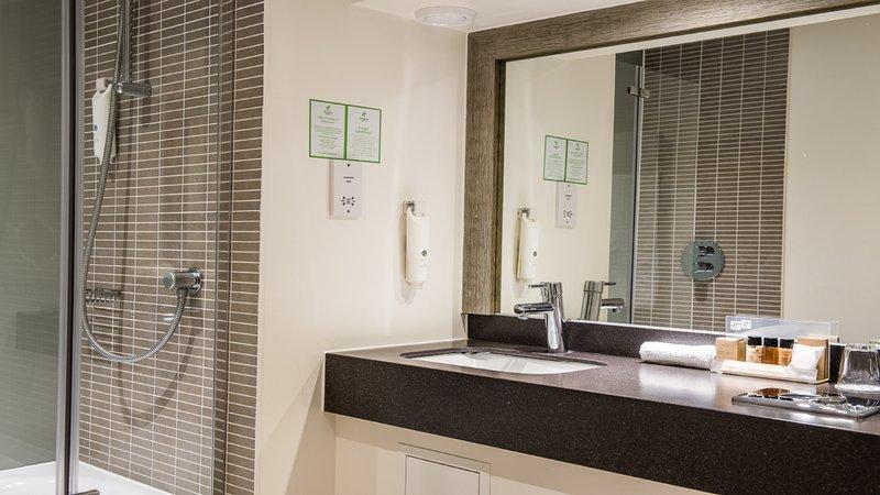 Holiday Inn Milton Keynes East M1, Jct.14-Guest Bathroom<br/>Image from Leonardo