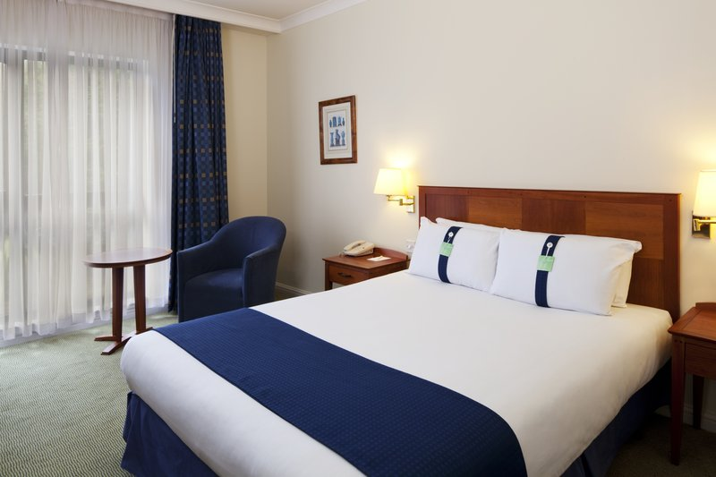 Holiday Inn Fareham - Solent-Relax in our hotel room with a double bed<br/>Image from Leonardo
