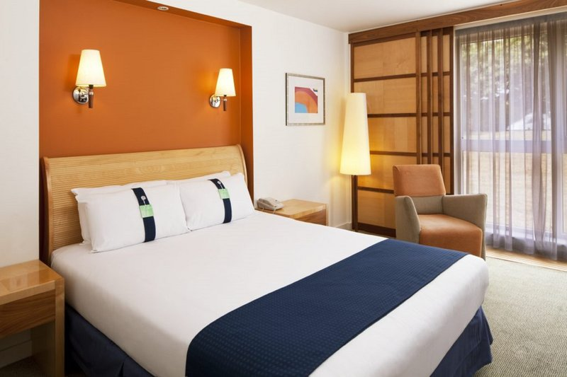 Holiday Inn Fareham - Solent-Enjoy a relaxing stay in our hotel room with a double bed<br/>Image from Leonardo