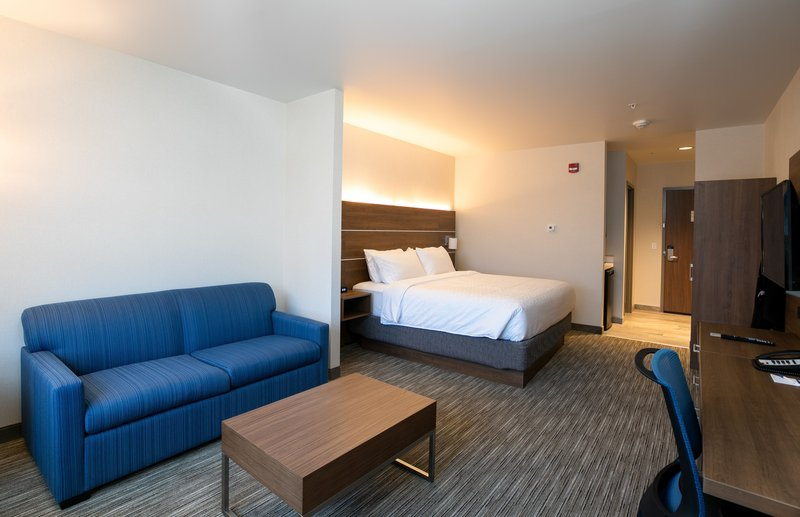 Holiday Inn Express Lethbridge Southeast-King Suite with sofa bed<br/>Image from Leonardo