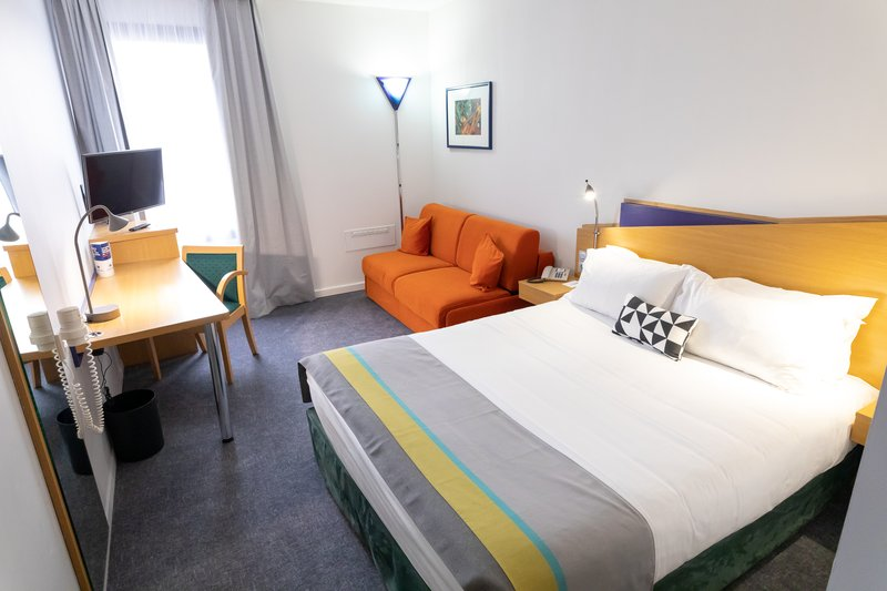 Holiday Inn Express Arras-Guest Room<br/>Image from Leonardo
