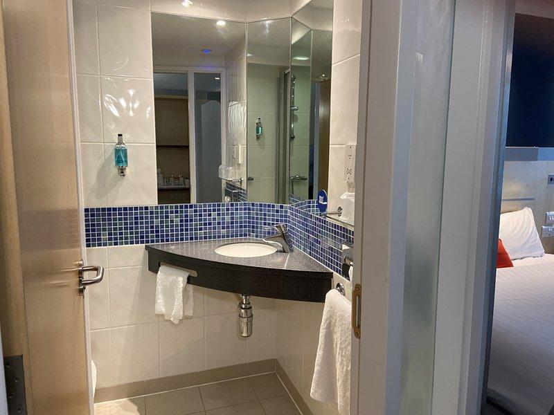 Holiday Inn Express Burnley M65, Jct.10-Guest Bathroom<br/>Image from Leonardo