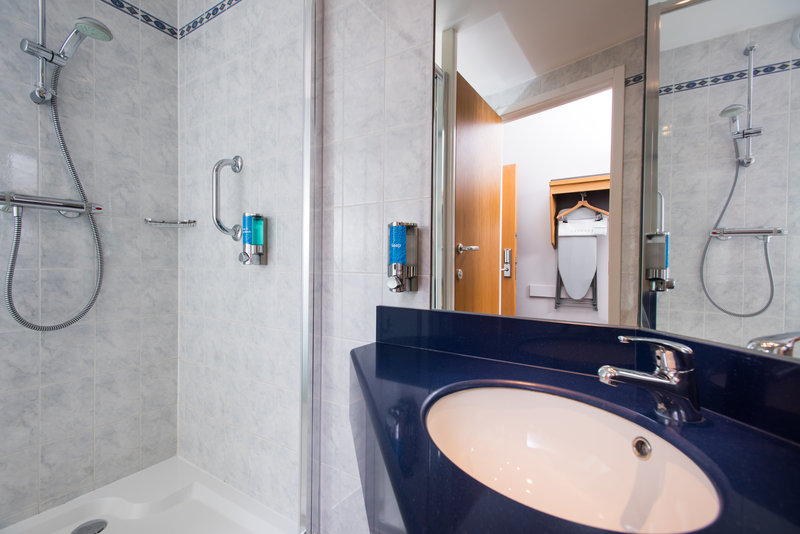 Holiday Inn Express Swansea - East-wakey wakey! Start the day with a hot shower in your en-suite<br/>Image from Leonardo