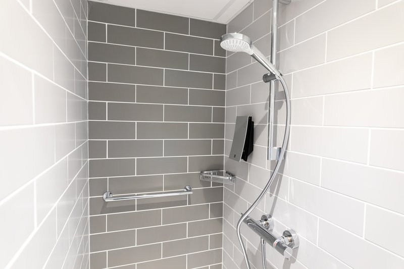 Holiday Inn Express Arras-Newly renovated showers (winter 19-20)<br/>Image from Leonardo