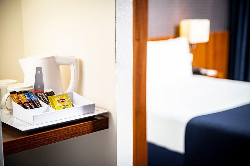 Holiday Inn Express Arnhem-Tea and Coffee facilities<br/>Image from Leonardo