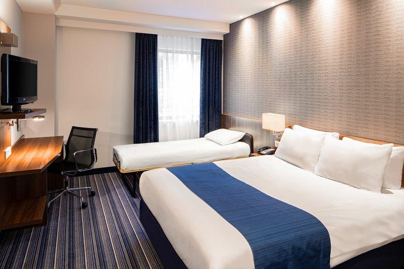 Holiday Inn Express Arnhem-Double bed with sofa<br/>Image from Leonardo