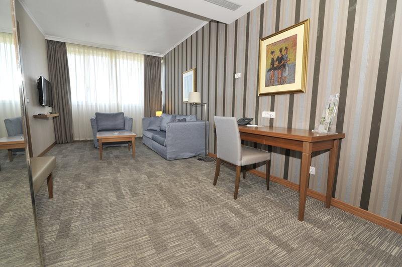 Holiday Inn Skopje-Junior Suite<br/>Image from Leonardo