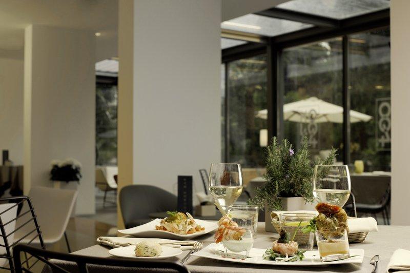 Hotel Du Lac et Du Parc-Restaurant<br/>Image from Leonardo