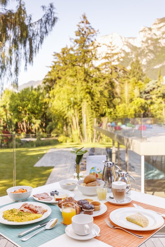 Hotel Du Lac et Du Parc-Breakfast with view<br/>Image from Leonardo