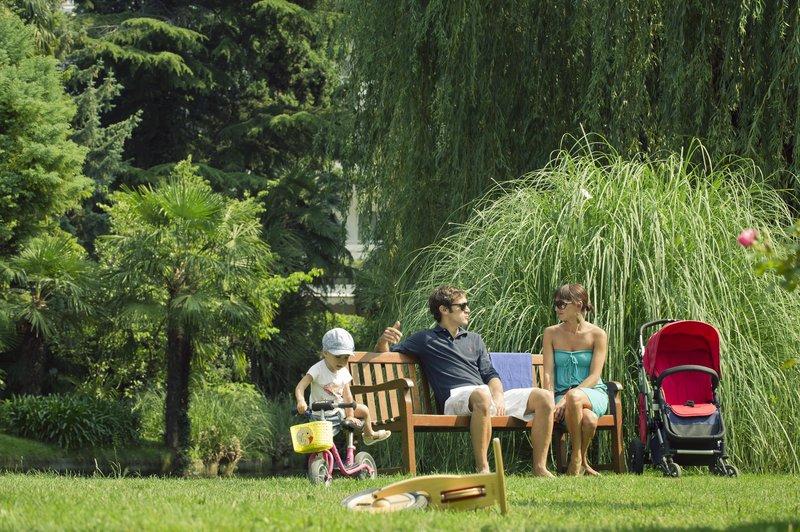 Hotel Du Lac et Du Parc-Picnic Area<br/>Image from Leonardo
