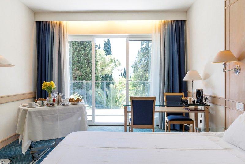 Hotel Du Lac et Du Parc-Room<br/>Image from Leonardo