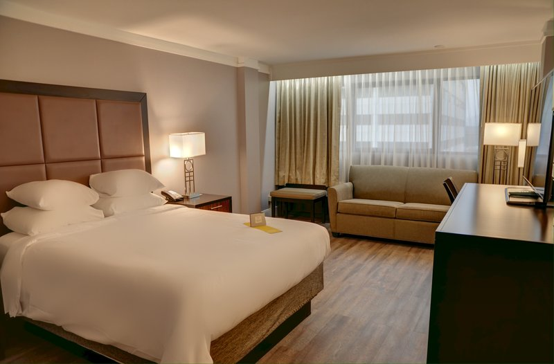 Crowne Plaza Knoxville Downtown University-Guest Room<br/>Image from Leonardo