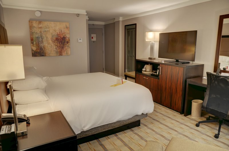Crowne Plaza Knoxville Downtown University-Queen Bed Guest Room<br/>Image from Leonardo