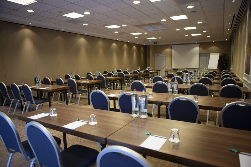 Holiday Inn Express Gent-School Style Setup up to 70 persons<br/>Image from Leonardo