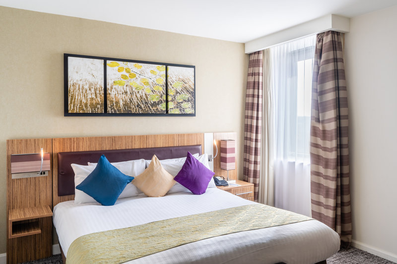 Holiday Inn Stevenage-Executive Guest Room<br/>Image from Leonardo