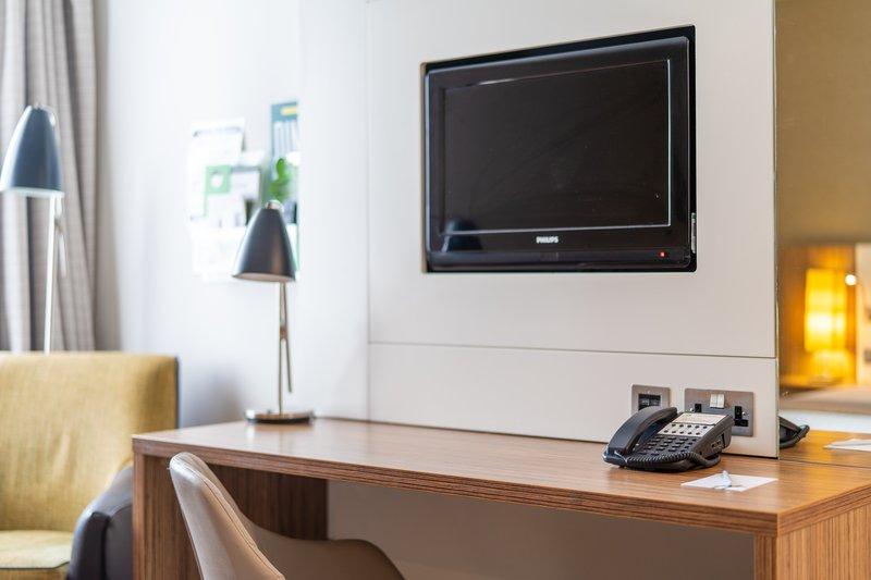 Holiday Inn Stevenage-Deluxe Room<br/>Image from Leonardo