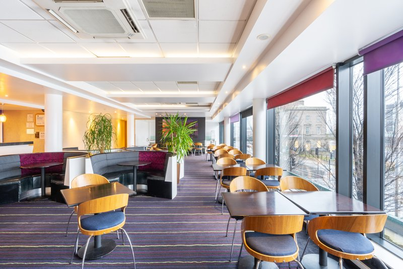 Holiday Inn Express Dundee-Guest Dining Lounge<br/>Image from Leonardo