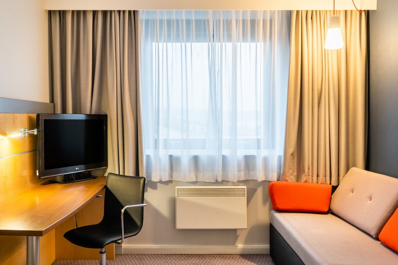 Holiday Inn Express Dundee-Double Room with Sofa Bed<br/>Image from Leonardo