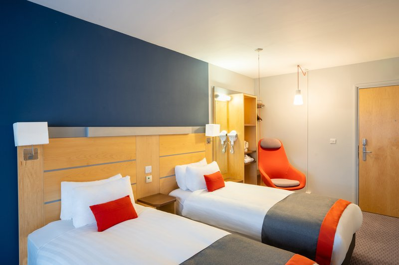 Holiday Inn Express Dundee-Twin Accessible Room<br/>Image from Leonardo