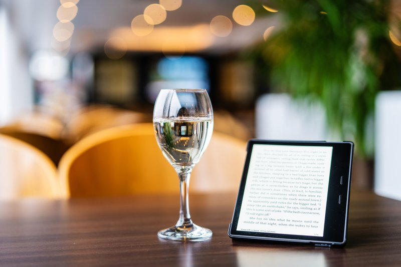 Holiday Inn Express Dundee-Lobby Bar<br/>Image from Leonardo