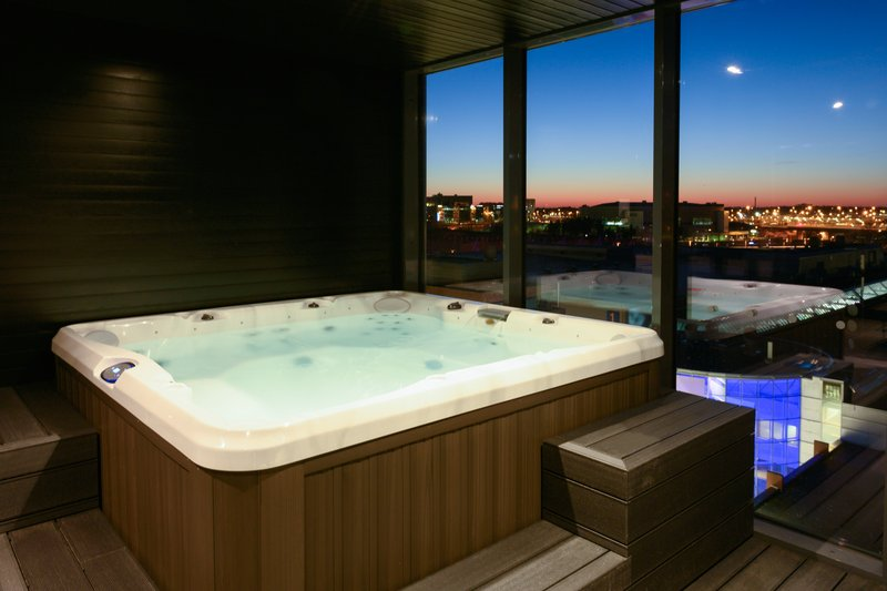 Holiday Inn Helsinki - Exhibition & Convention Centre-Enjoy the city view and relax in a jacuzzi.<br/>Image from Leonardo