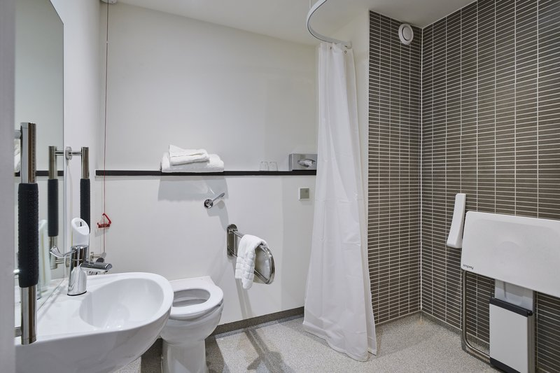 Holiday Inn Rugby-Northampton M1, Jct.18-Bathroom Amenities<br/>Image from Leonardo