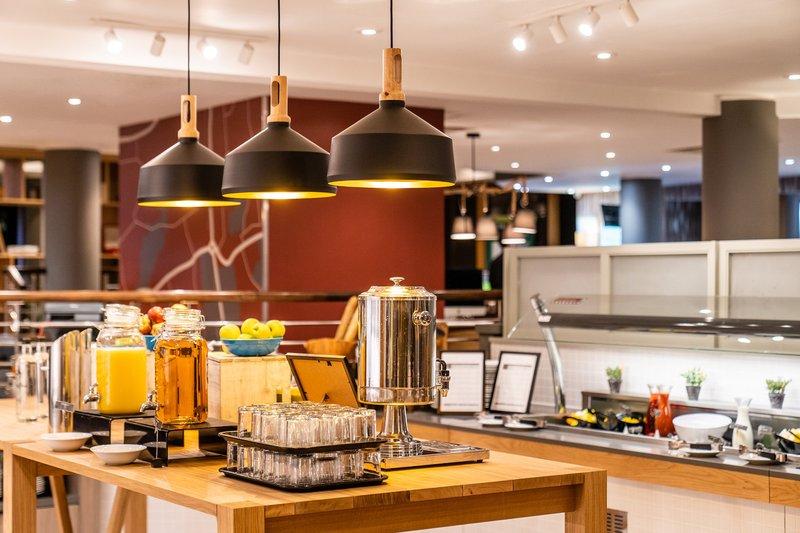 Holiday Inn Hemel Hempstead M1, Jct. 8-Breakfast Bar<br/>Image from Leonardo