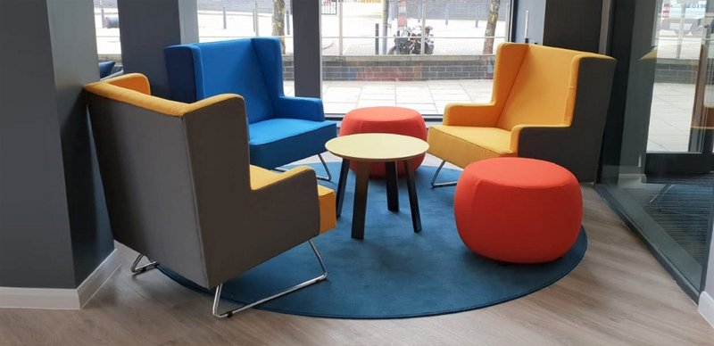 Holiday Inn Express Leeds City Centre - Armouries-Guest Lounge<br/>Image from Leonardo