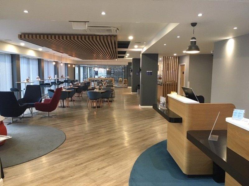 Holiday Inn Express Leeds City Centre - Armouries-Lobby Lounge<br/>Image from Leonardo