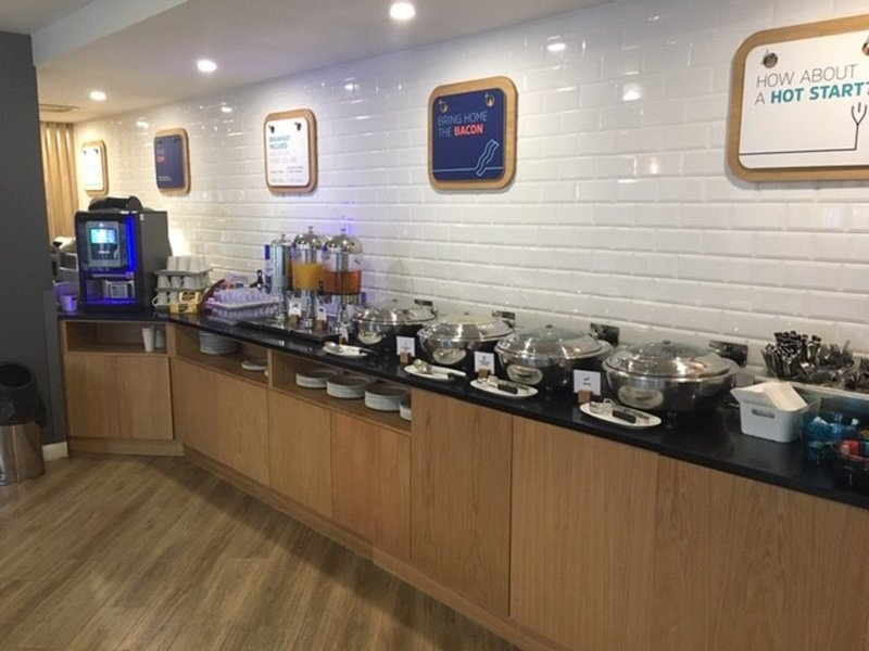 Holiday Inn Express Leeds City Centre - Armouries-Breakfast Bar<br/>Image from Leonardo