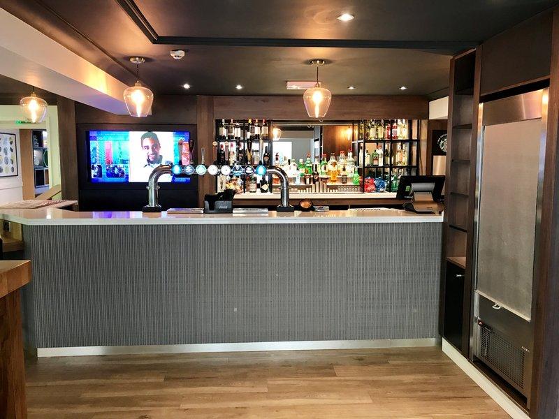 Holiday Inn A55 Chester West-Lobby Bar<br/>Image from Leonardo