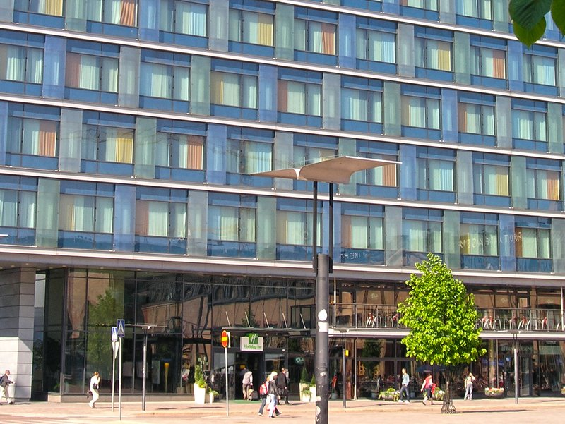 Holiday Inn Helsinki City Centre-It's easy to arrive to our hotel - by bus, train or car<br/>Image from Leonardo