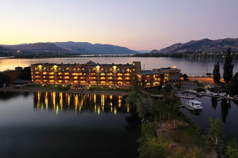 Holiday Inn Hotel & Suites Osoyoos-Exterior <br/>Image from Leonardo