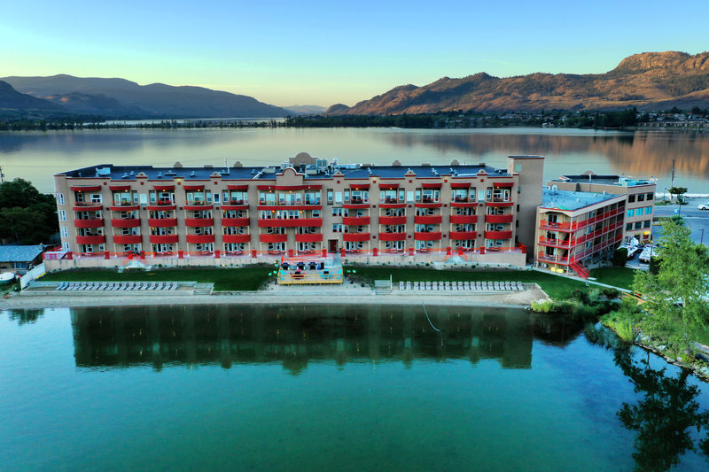 Holiday Inn Hotel & Suites Osoyoos-Exterior view <br/>Image from Leonardo