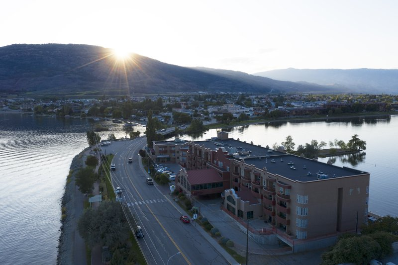 Holiday Inn Hotel & Suites Osoyoos-Cityview<br/>Image from Leonardo