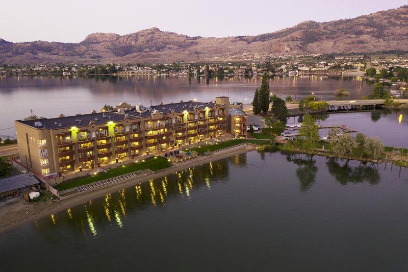 Holiday Inn Hotel & Suites Osoyoos-Hotel Exterior<br/>Image from Leonardo