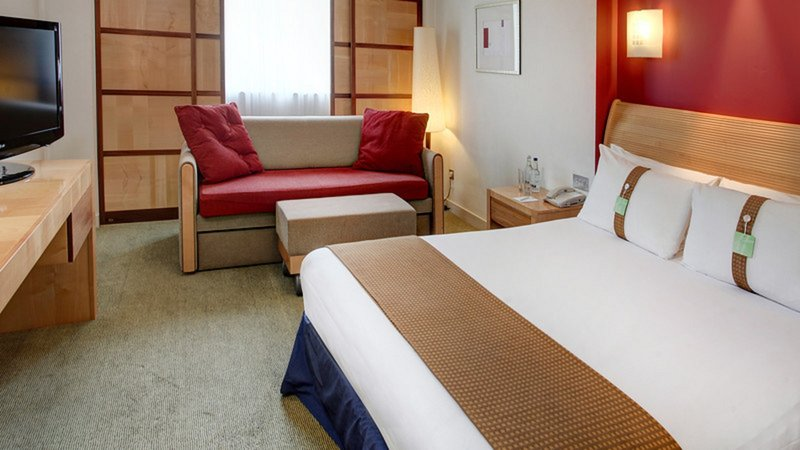 Holiday Inn Aylesbury-Guest Room<br/>Image from Leonardo