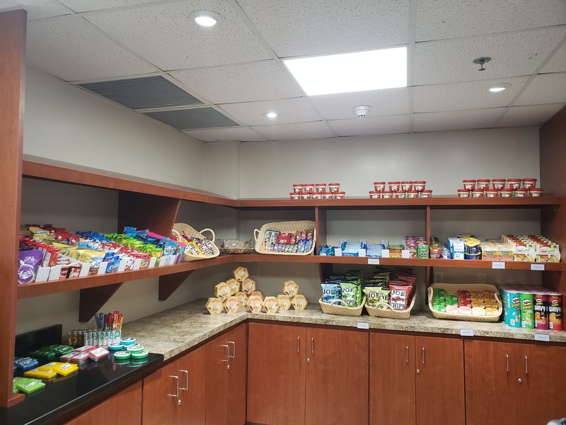 Holiday Inn Resort Grand Cayman-Market, coffee, snacks, candy, gum, chips, drinks<br/>Image from Leonardo